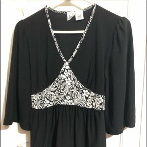 duo Maternity top. small. black and white